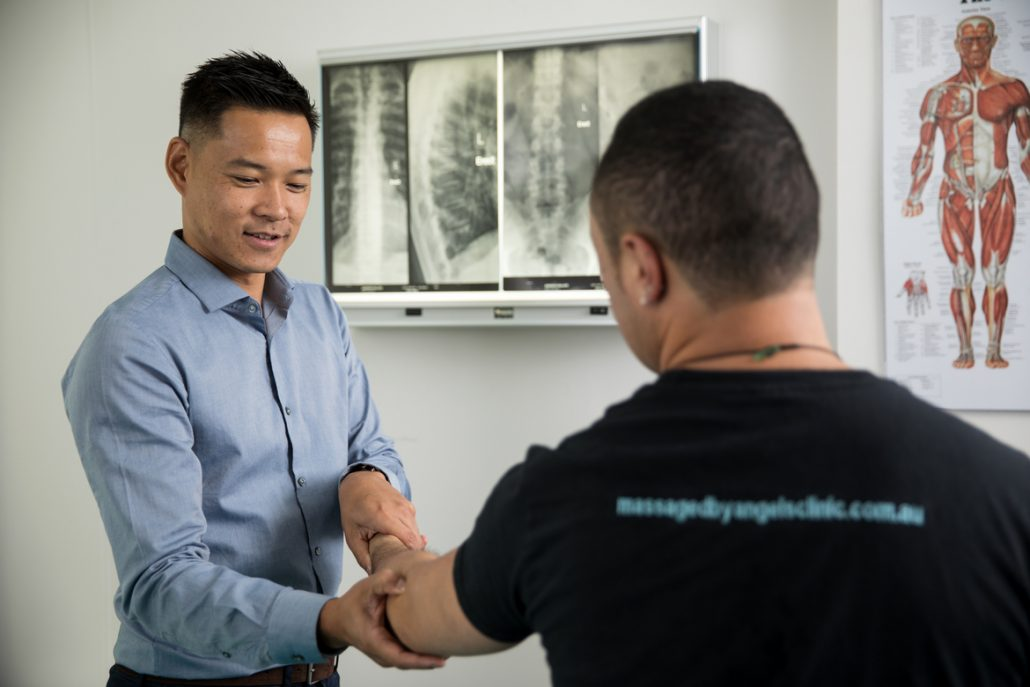 Quay Health's Osteopaths Dr Abbey Davidson, Dr Marcus Ng and Dr David Aboud are experienced in treating conditions and pain in the fingers and thumb.