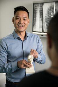 Sydney CBD Osteopath Dr Marcus Ng explaining Knee Pain