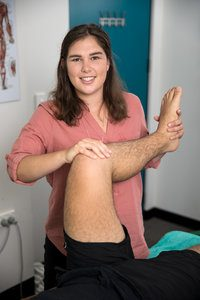 Dr Abbey Davidson Osteopath assesses foot, ankle, knee and hip mechanics