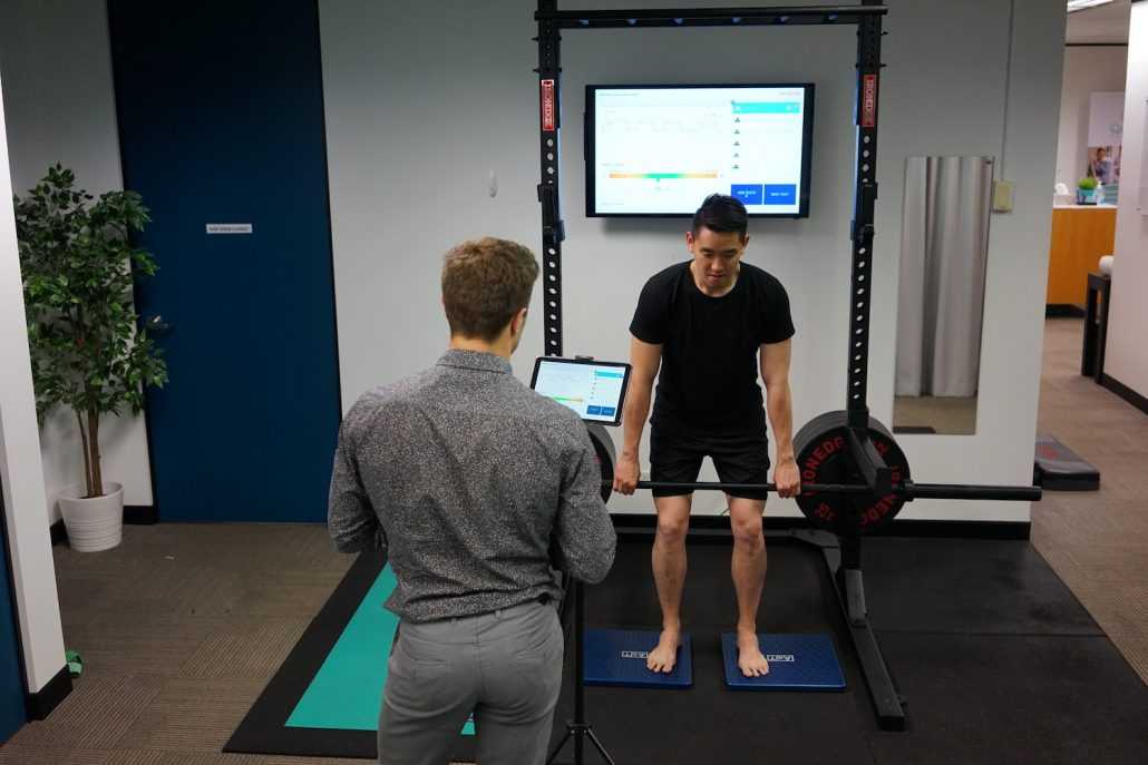 Physio perfomrs axit assessment for deadlift in Sydney CBD health clinic