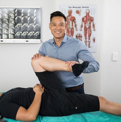 This image has an empty alt attribute; its file name is Osteopathy-sydney-cbd-osteopath-marcus-ng.jpg