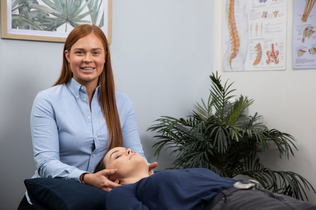 This image has an empty alt attribute; its file name is Physiotherapy-Wynyard-with-Brittany-Taylor-neck-pain-1030x687.jpg